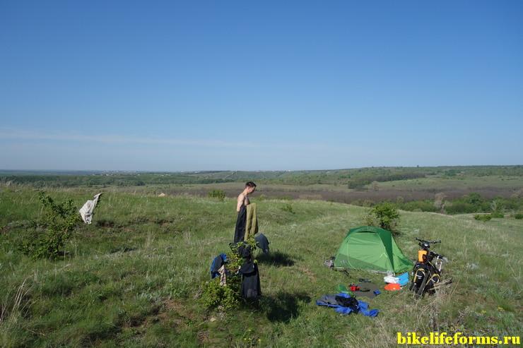 Наша палатка в Ростовских степях, недалеко от реки Калитва.
