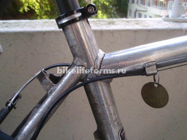 треснувшая рама велосипеда