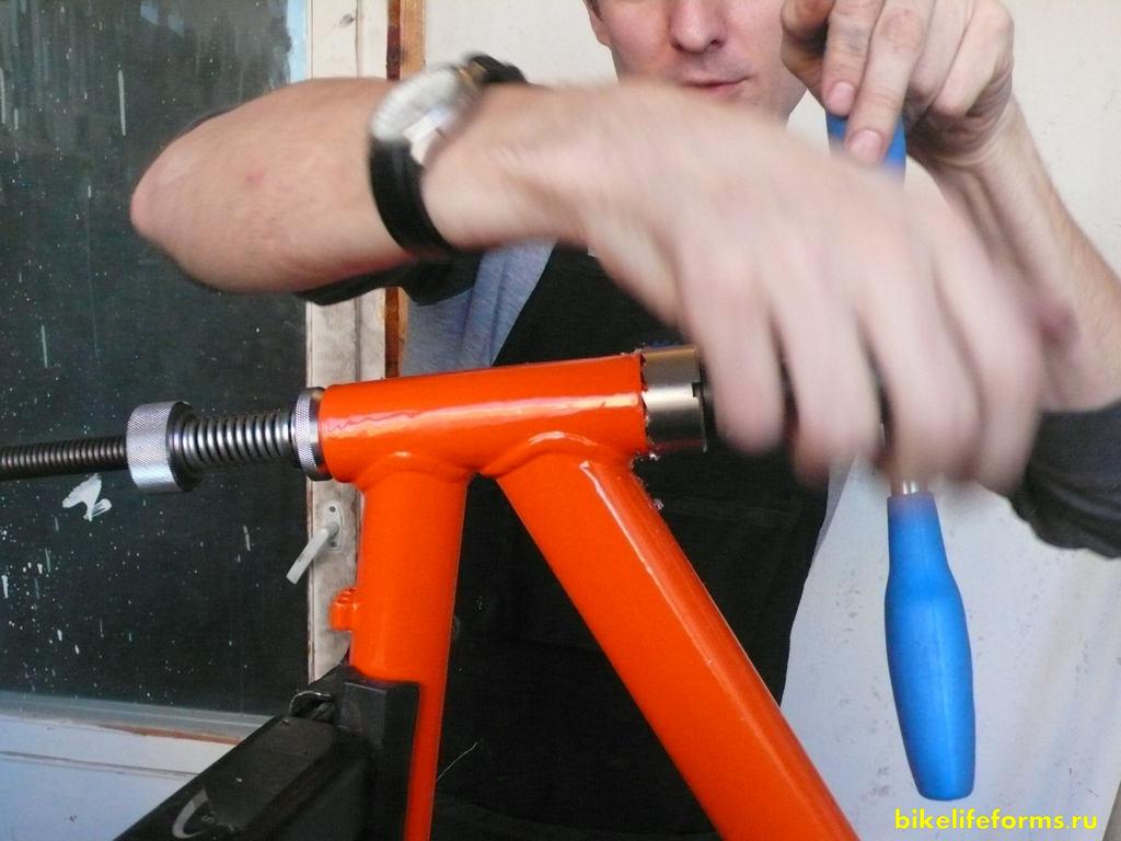 Торцевание рулевого и кареточного узлов рамы. Прогонка резьбы в раме. Подготовка рамы велосипеда