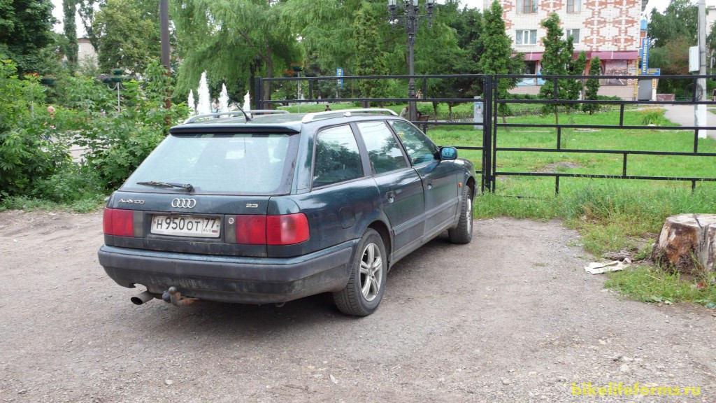 Чуть менее, чем за 5 часов мы добрались до Ефремова и оставили нашу машину недалеко от администрации города, закупились продуктами, собрали велосипеды и покатили прочь из города...