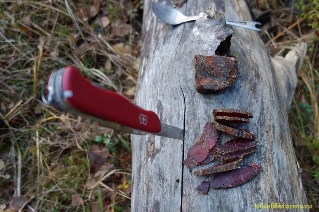Сушеное мясо особенно вкусно в промозглую погоду.