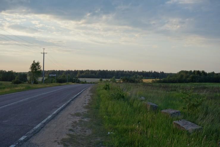 пустынная дорога на Сурмино