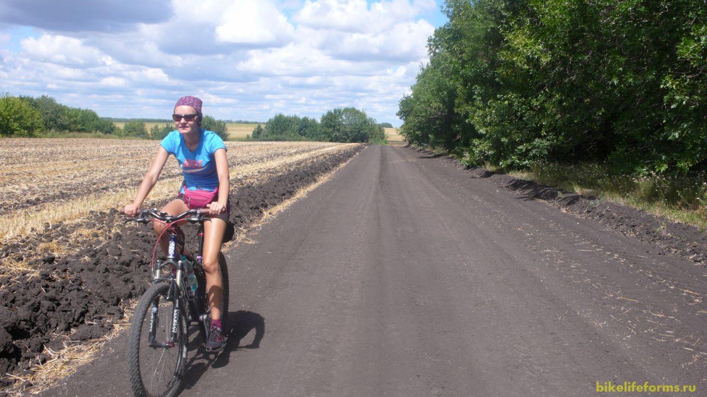 Немного поплутав, мы встали на отличную дорогу. До Белогорья нам предстояло преодолеть более 25 километров.