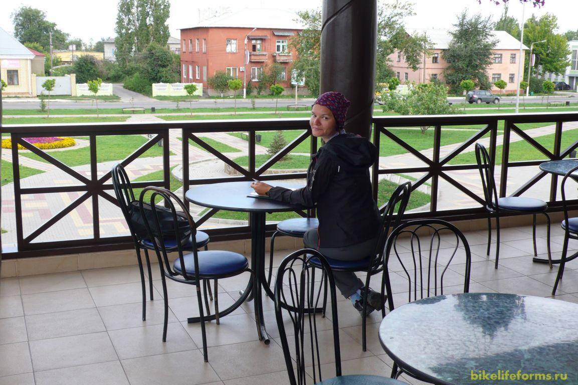Ну а мы в ожидании поезда едем в местный ресторан, где и коротаем наше время. Поездка закончилась, впереди возвращение в Москву.
