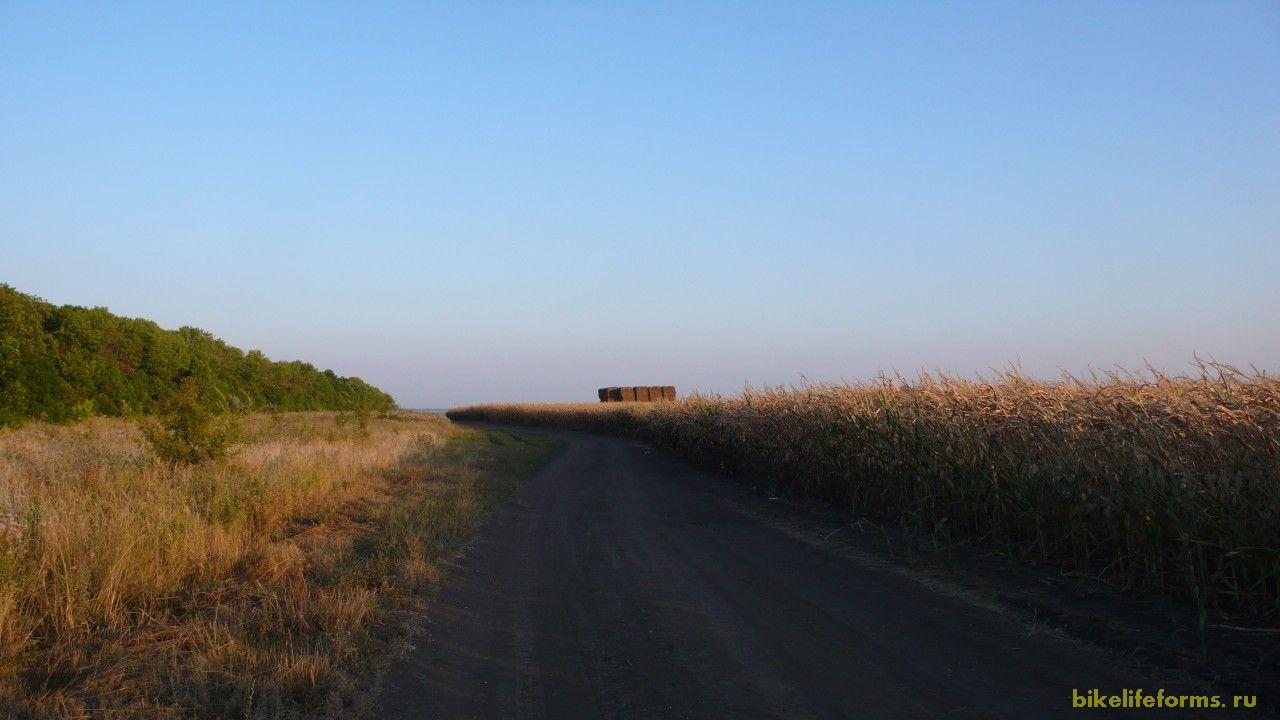 В крупном селе Колыбелка мы набрали воды, запаслись продуктами на ужин и набрали высоты.