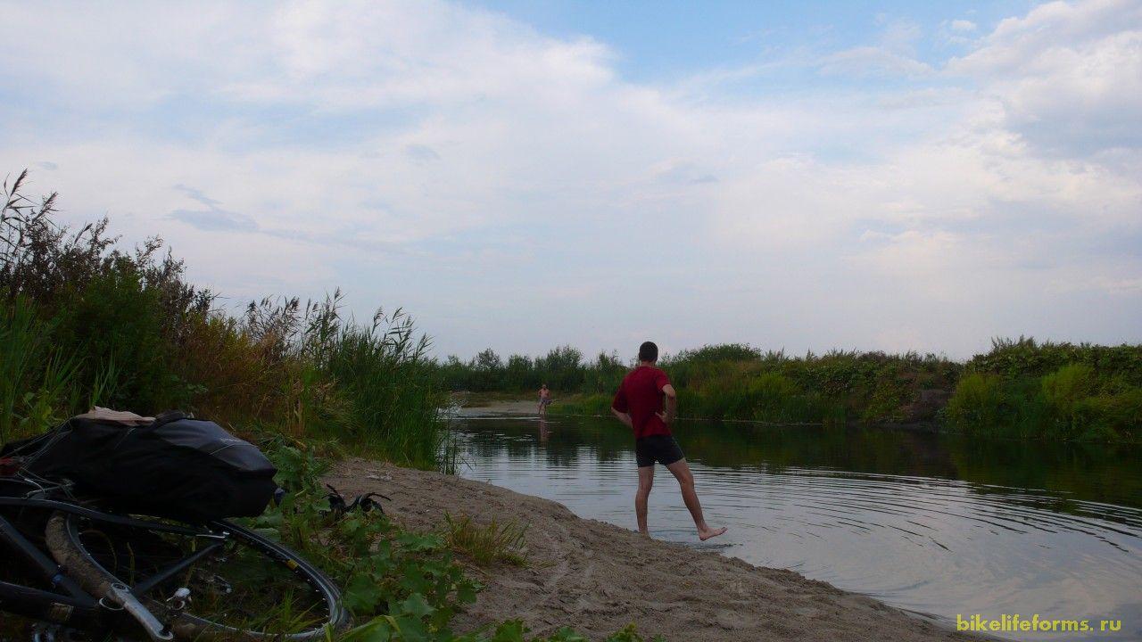 А вот и Битюг. Здесь прошел недавно дождик, отчего вода в реке стала более мягкой и приветливой.