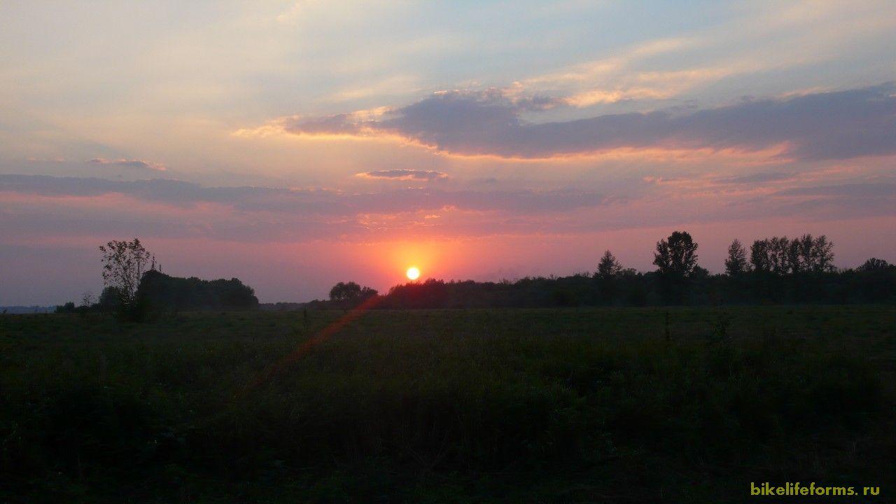Любуясь на закат ты уходишь здесь снова и снова в нирвану и бесконечный покой.