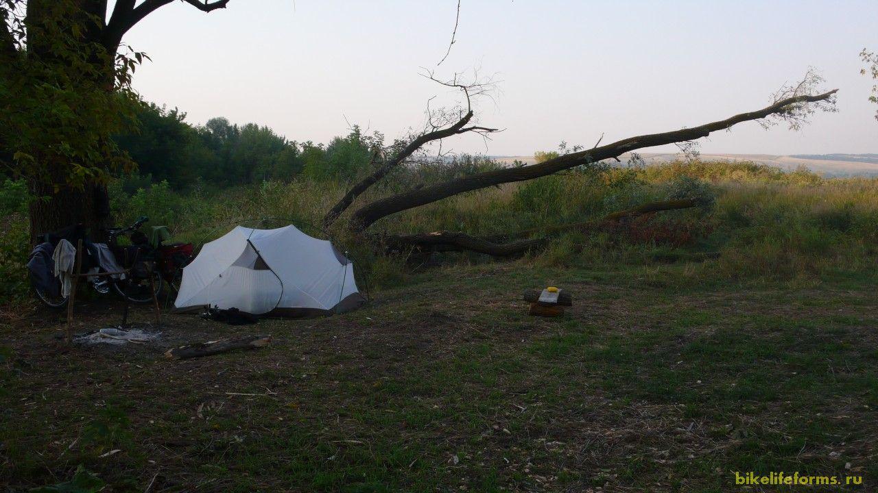 А также мелкими бытовыми хлопатами, что-то вроде палатку поставить.
