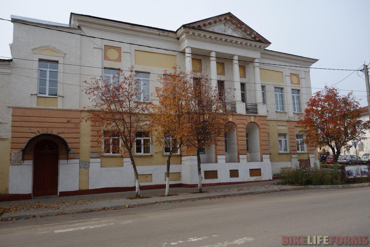 ДК, ранее женское училище