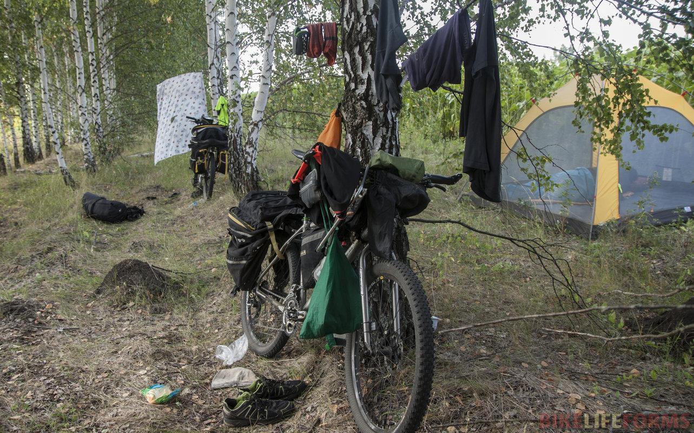 Скромные пожитки велотуристов.