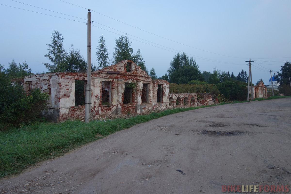 руины усадьбы Ровное