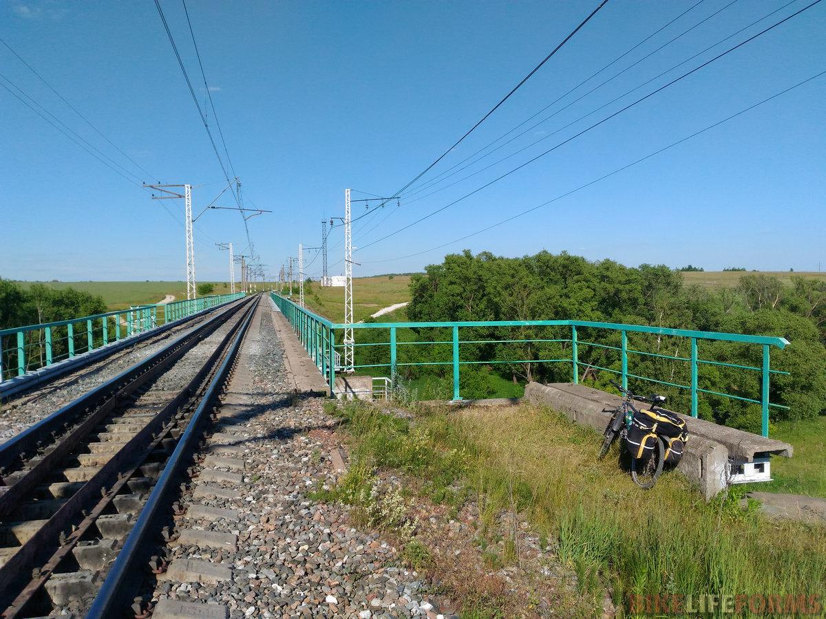 мост над р. Осётр рассчитан был явно на 2 пути