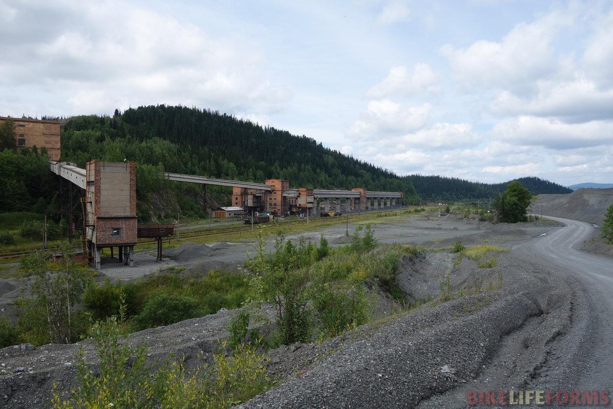 ЖД станция Тёя. Если закроют рудник, запустение станет полным