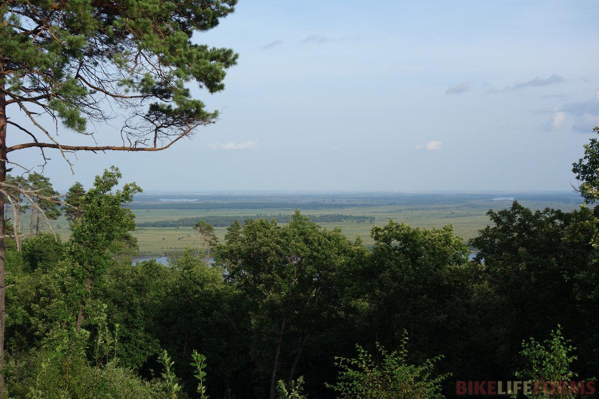 на левом берегу Зеи - плоские равнины на десятки верст