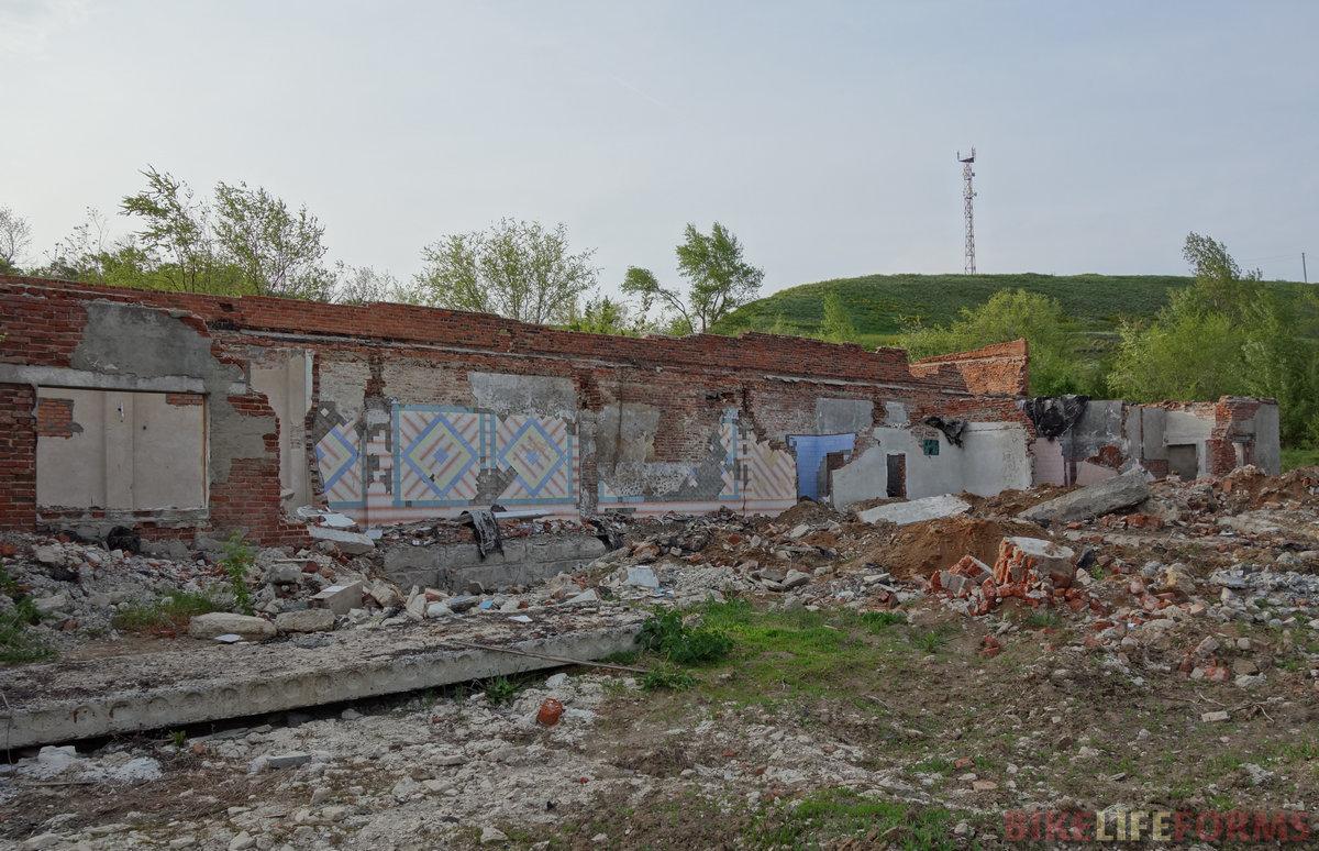 бывшие гаражи санатория, яркий пример раздолбайства русского
