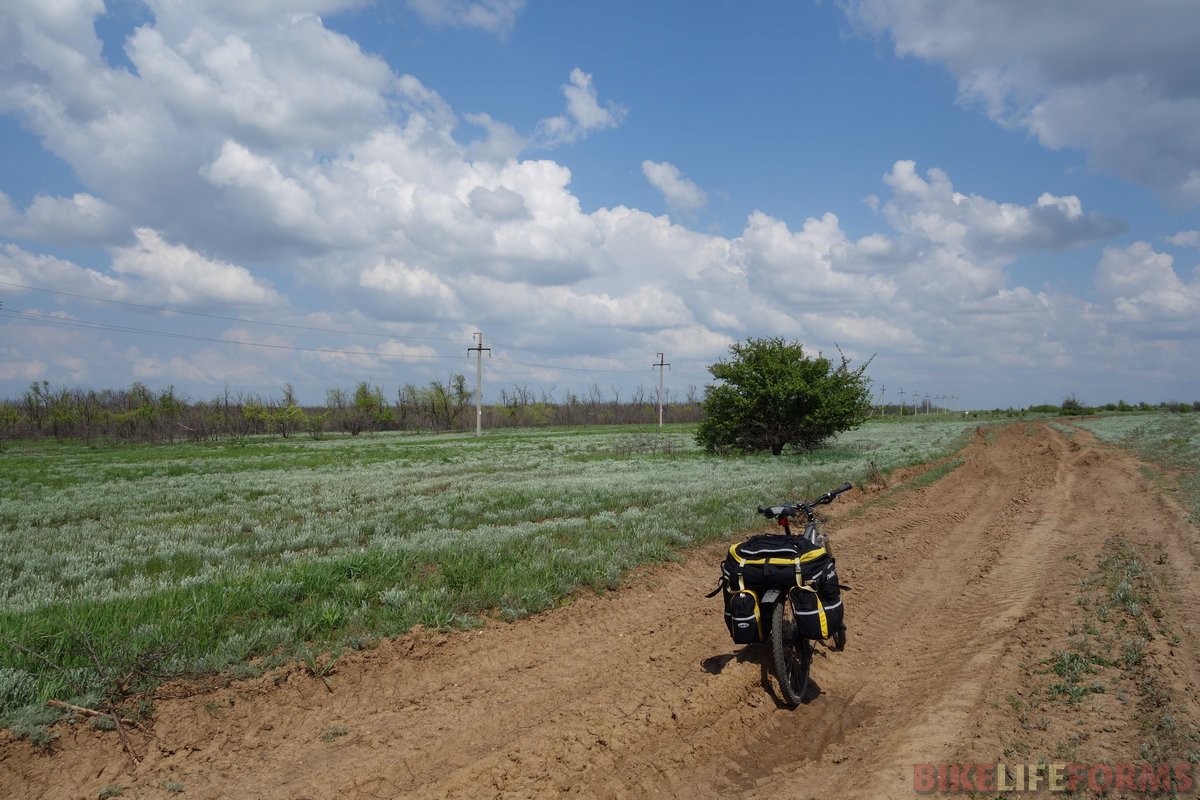 ...а потом вдвоем едем грунтами в сторону Каменска-Шахтинского