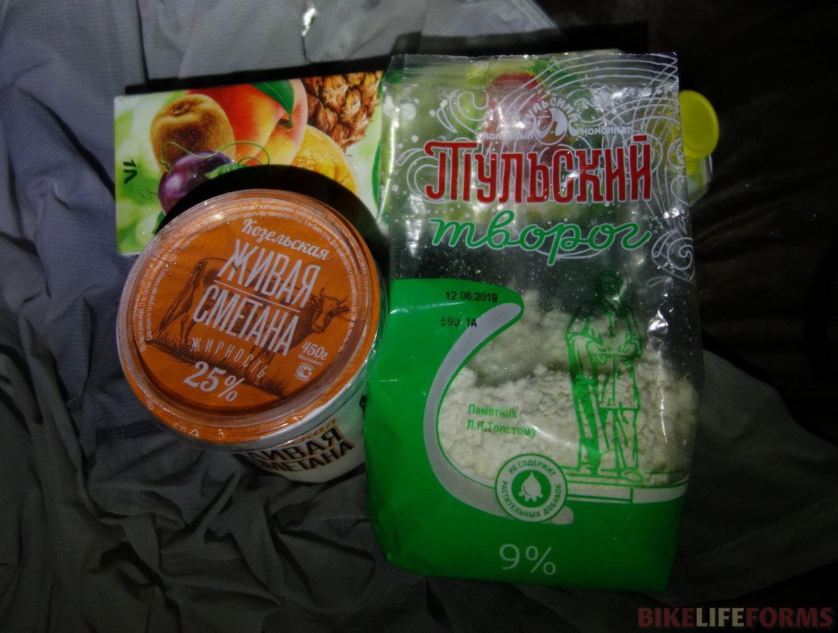 сметану забыла Гая, но с тульским творогом и соком... мм!.. каждый раз, будучи в Тульской области, покупаю творог