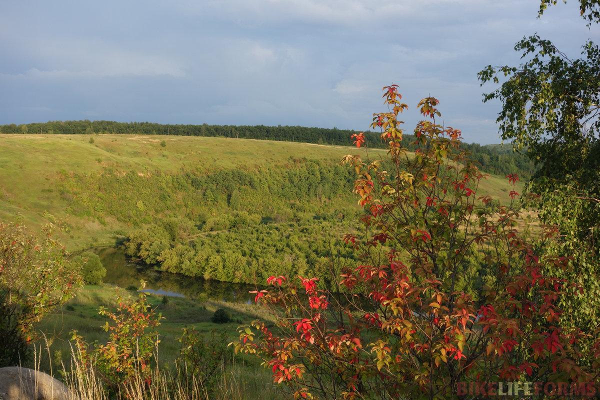 порой это просто удивительно - дыхание осени. Жёлтые, багряные краски посреди лета...