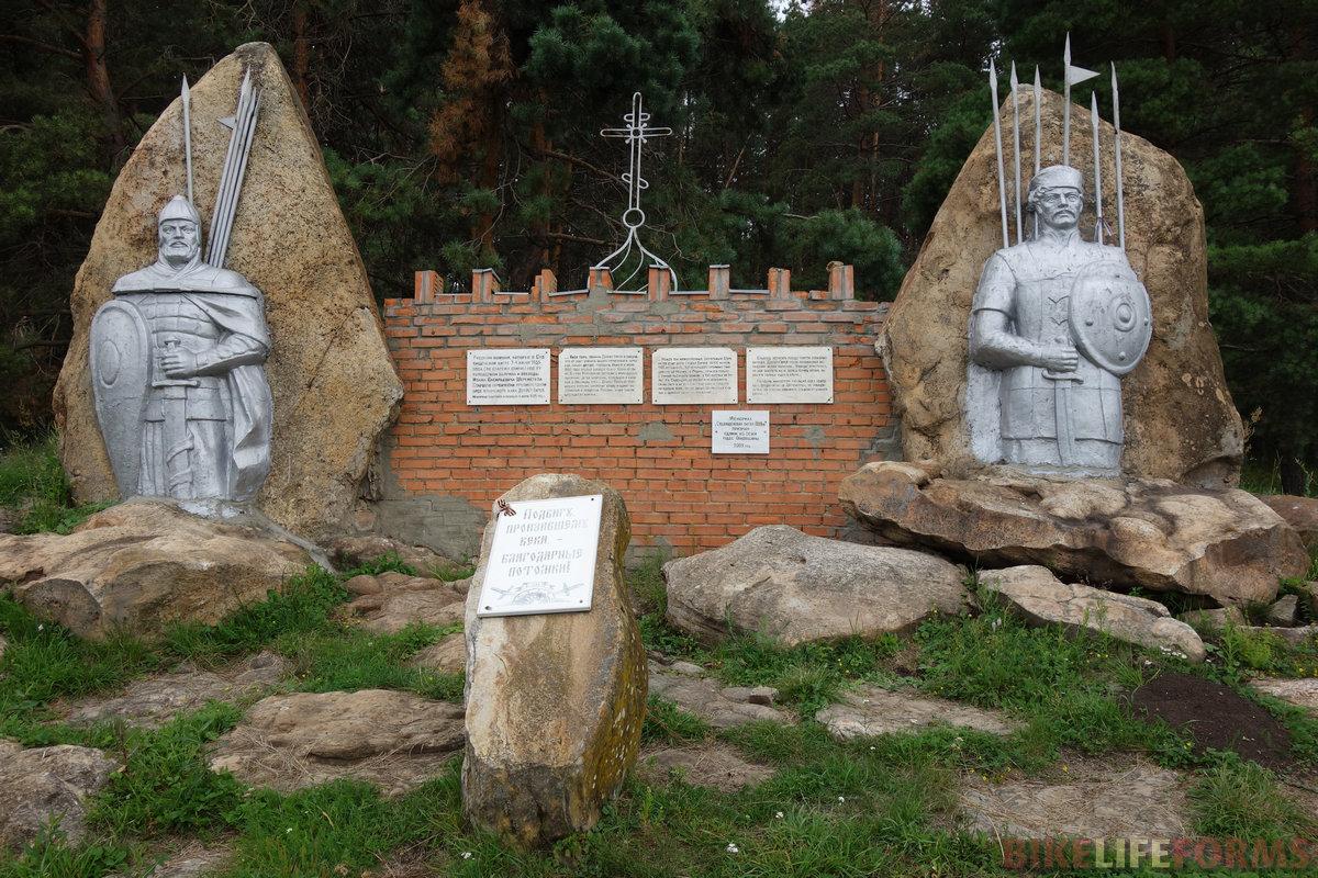 а всё это в честь битвы с крымским ханом почти 500 лет назад