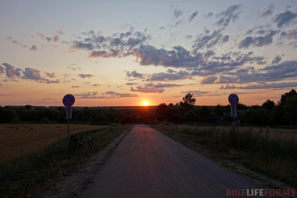 а закат... это изумительное зрелище не передать на фото, это каждый раз происходит по-новому!
