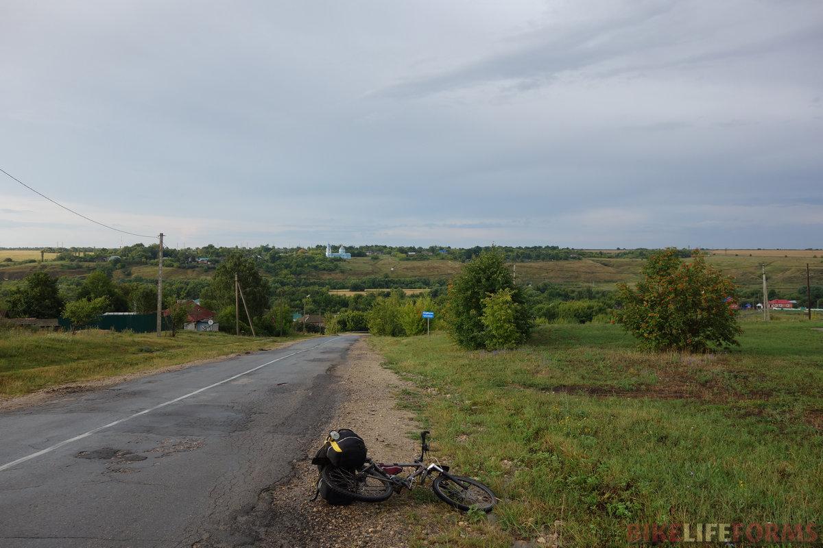 по мокрой, но пустой дороге с видами на долину Сосны и низовья Воргола я поехал в сторону Ельца