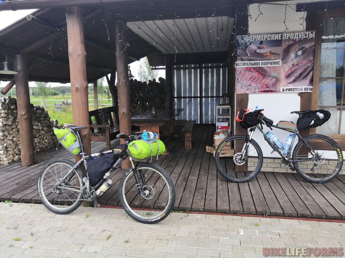 По пути к Шаховской заехали на частную ферму - перекусить свежим молоком и выпечкой.