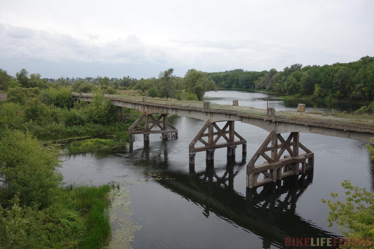 старый мост через Ворону, сестру Хопра. Похоже, еще с царских времен