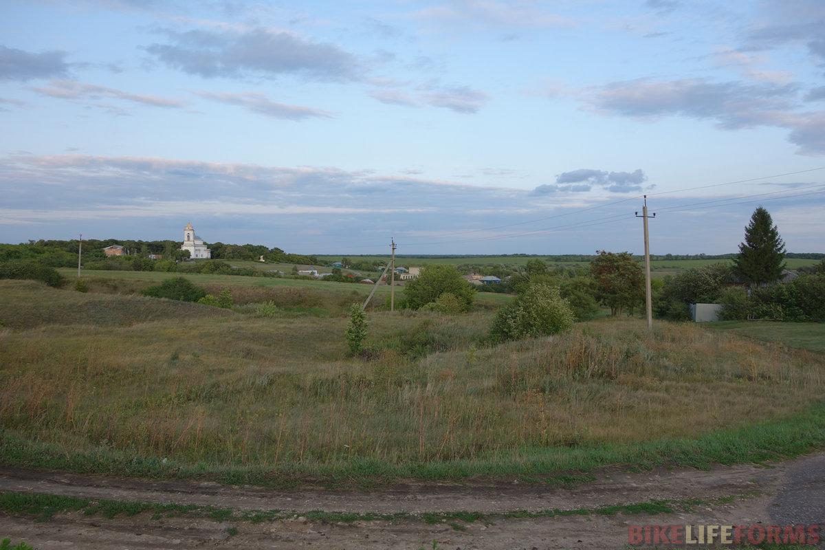 центр длинного села Бобылёвка. Одна улица в 6 км длиной