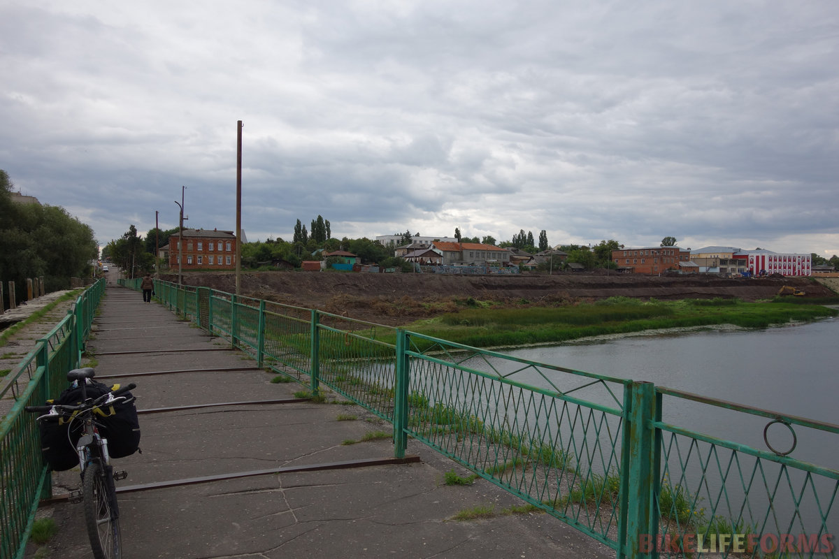 старый мост через Хопёр в основную часть Балашова. Все ясно с этим городом - обычный саратовский трэш...