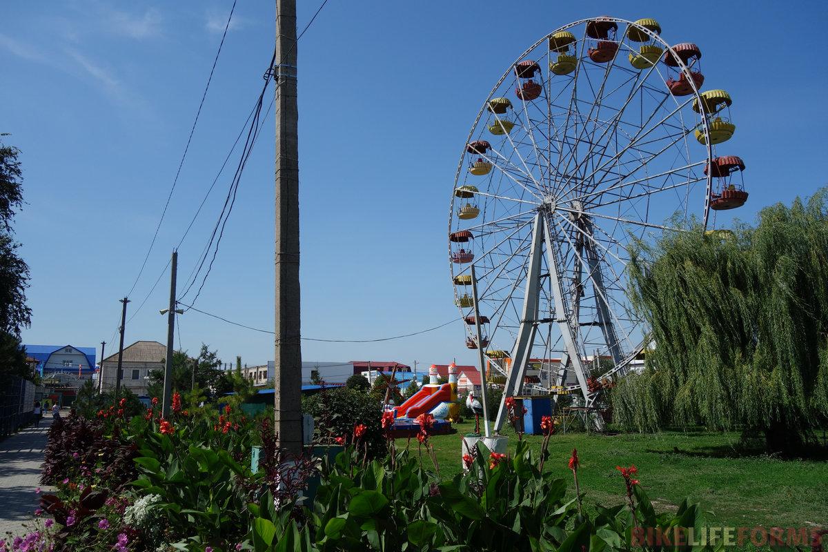 центр бывшей слободы Елань - большая торговая площадка с небольшим, но приятным парком