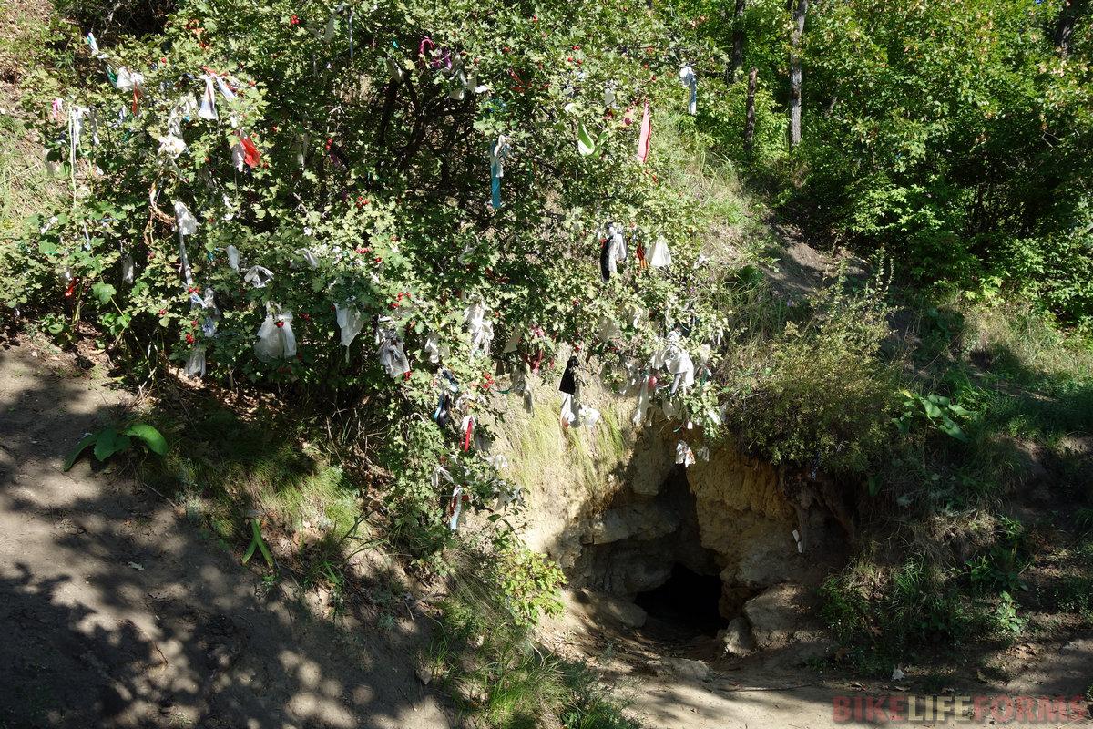и самое главное - Кудеярова пещера, где по преданию прятался легендарный разбойник