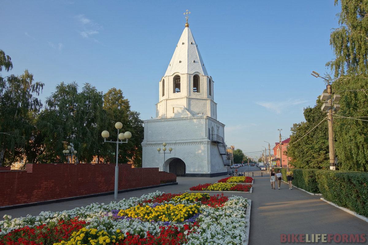 башня кремля. Главная улица Сызрани, в целом, неплоха