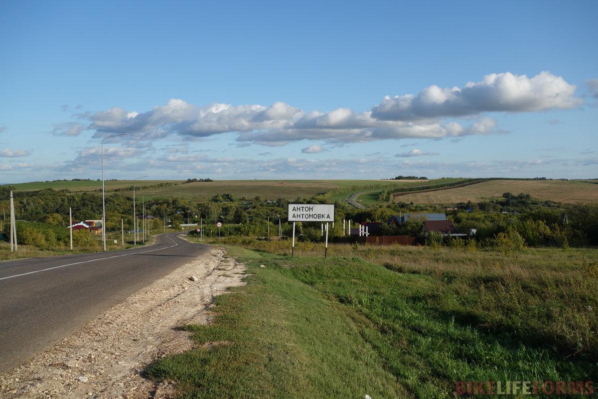 русская деревня - автобусная остановка загажена... В татарских сёлах, как правило, чисто