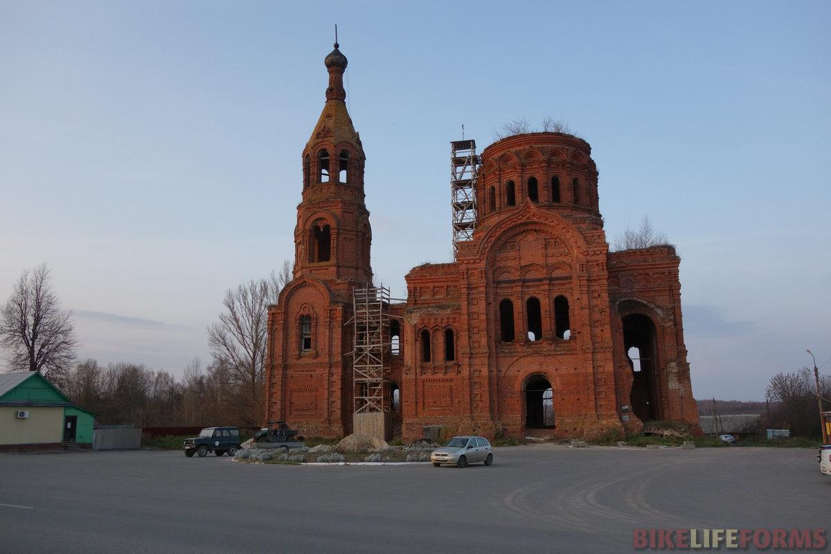 храм стоял недостроенный с 1916 года