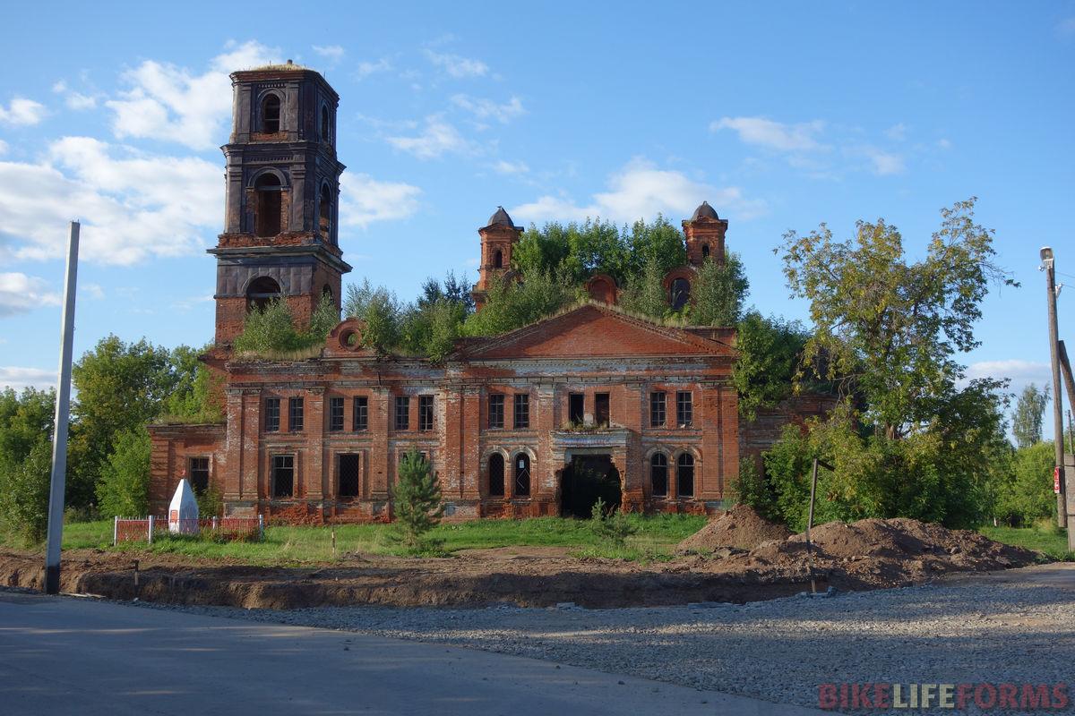 заросший храм с. Дуброво