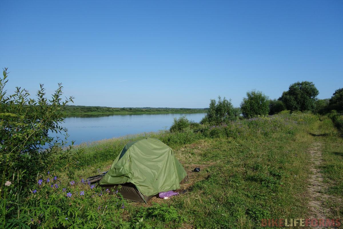 палатка на берегу Онеги