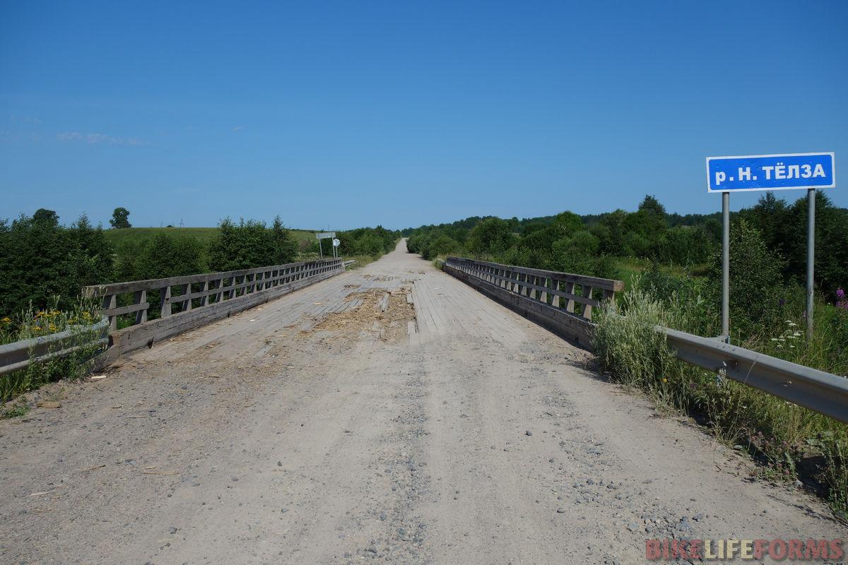 один из деревянных мостов